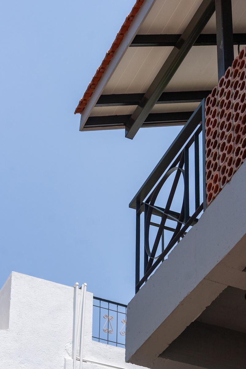 06. Second floor railing